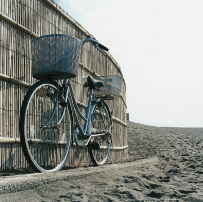 Japan「Bicycle With Basket on Beach」:スマホ壁紙(5)