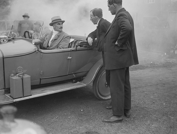 At The Edge Of「Selwyn Edge in an AC open 2-seater, Brooklands, Surrey, c1921」:写真・画像(18)[壁紙.com]