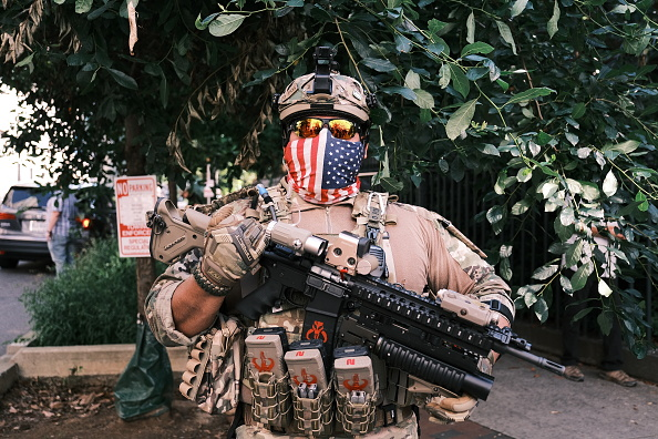 Carrying「Open Carry Protest Held In Richmond, Virginia On Independence Day」:写真・画像(9)[壁紙.com]