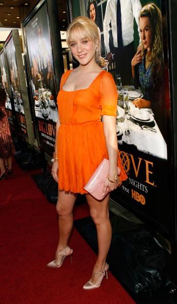 "Scooped Neck「Premiere Of HBO's ""Big Love"" - Arrivals」:写真・画像(8)[壁紙.com]"