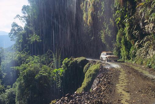 Rain「Car on Road Between Coroico and La Paz in Yungas Region」:スマホ壁紙(7)