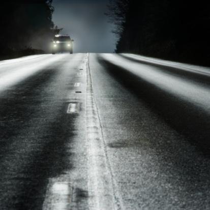Dividing Line - Road Marking「Car on road with headlights」:スマホ壁紙(0)