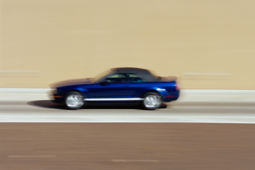 Motor Vehicle「Car on road, blurred motion」:スマホ壁紙(4)