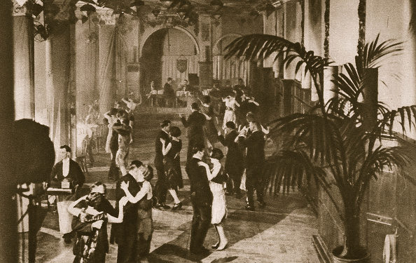 Organized Group「Members On The Dance Floor At Murray's Club Soho London circa 1920s(?)」:写真・画像(18)[壁紙.com]