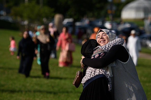 友情「Muslims Mark End Of Ramadan In Pittsburgh, Pennsylvania」:写真・画像(13)[壁紙.com]
