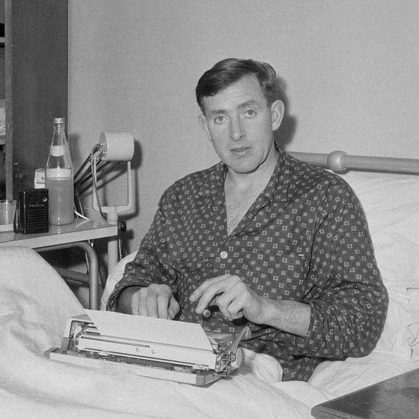 プロスポーツ選手「Danny Blanchflower In Hospital」:写真・画像(3)[壁紙.com]