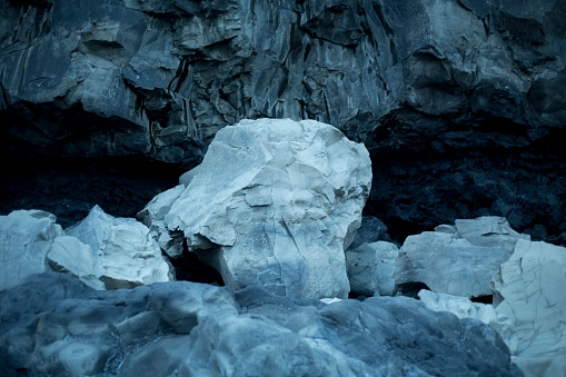 Dyrholaey「Glowing Blue Rocks in Front of Cave, Dyrholaey, Iceland」:スマホ壁紙(12)