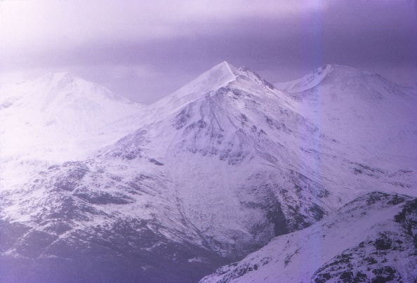 Snowcapped Mountain「Peaks Of The Mamore Forest」:写真・画像(1)[壁紙.com]