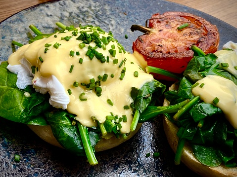 Poached Food「Eggs Benedict with spinach and hollandaise sauce」:スマホ壁紙(2)