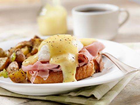 Toasted Food「Eggs Benedict with Black Forest Ham and Hash Browns on Grilled French Bread」:スマホ壁紙(16)