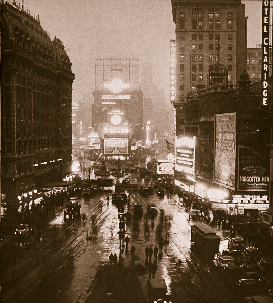 Movie Theater「Winter Evening On Times Square And Broadway New York USA Early 1930s」:写真・画像(18)[壁紙.com]