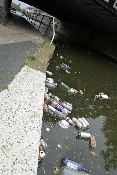 Finance and Economy「Litter in canal, UK」:写真・画像(6)[壁紙.com]
