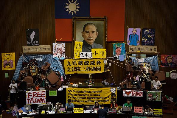 台湾「Student Protestors Continue To Occupy Taiwan's Parliament」:写真・画像(15)[壁紙.com]