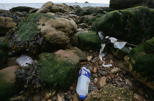 Obsolete「Record Levels Of Discarded Plastic Reported On Britain's Beaches」:写真・画像(1)[壁紙.com]