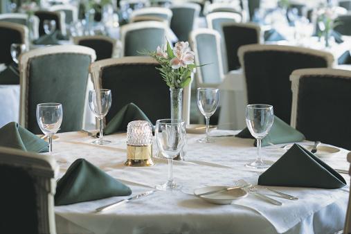 Napkin「Table setting in restaurant」:スマホ壁紙(6)