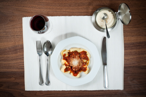 Plate「table settings in an italian restaurant」:スマホ壁紙(4)