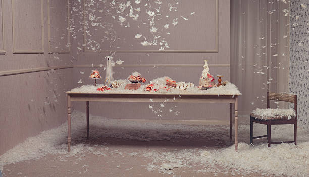 Table setting with feathers falling:スマホ壁紙(壁紙.com)