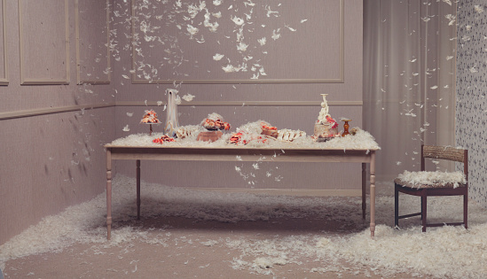 Petal「Table setting with feathers falling」:スマホ壁紙(6)