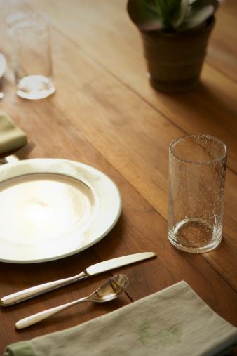 テーブルセッティング「テーブルセッティング、天然木材のテーブル」:スマホ壁紙(4)