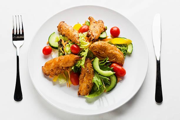 Table setting of tasty Tandoori chicken salad:スマホ壁紙(壁紙.com)