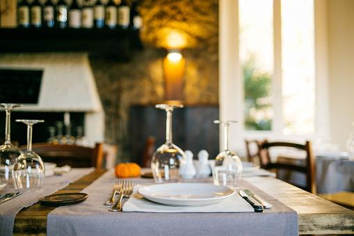 ティチーノ州「Table setting at restaurant」:スマホ壁紙(17)