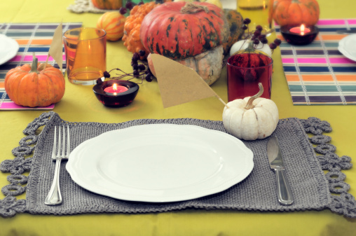 ハロウィン「Table setting with autumn or Halloween decorations」:スマホ壁紙(11)
