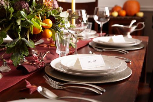 秋「Table settings with place cards and autumn foliage」:スマホ壁紙(17)