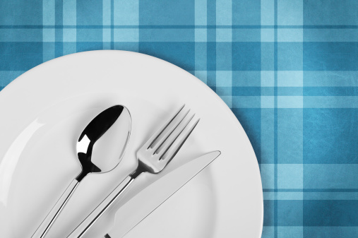 Silverware「Table setting on plaid tablecloth」:スマホ壁紙(8)