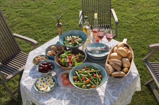 Hove「Table setting outdoors」:スマホ壁紙(12)