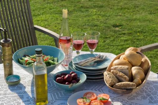 Hove「Table setting outdoors」:スマホ壁紙(16)