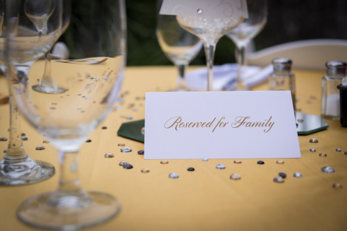 Place Card「Table setting with wine glasses, salt and pepper shakers and a paper sign showing reserved for family」:スマホ壁紙(15)