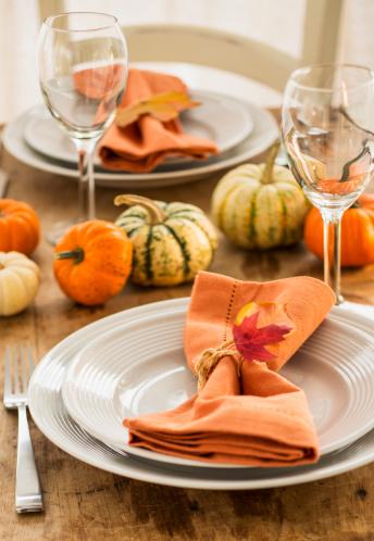 ハロウィン「Table setting with small pumpkins」:スマホ壁紙(17)