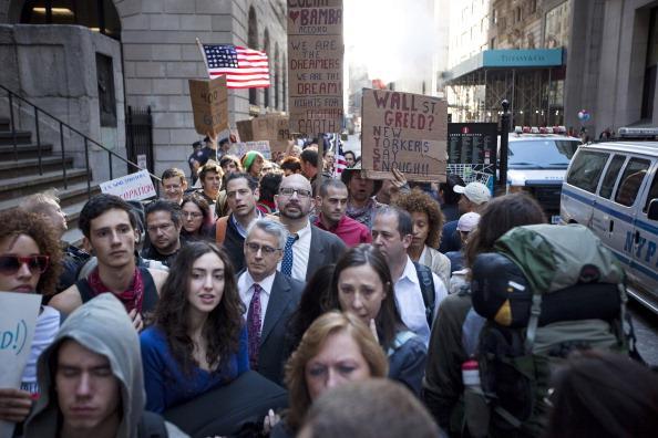Sidewalk「Protestors Occupy Wall Street As Traders Return To Work」:写真・画像(10)[壁紙.com]