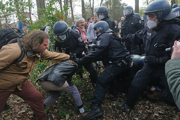 Human Role「Protesters Rally Against New Lockdown Legislation」:写真・画像(2)[壁紙.com]