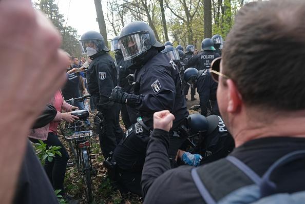 Human Role「Protesters Rally Against New Lockdown Legislation」:写真・画像(1)[壁紙.com]
