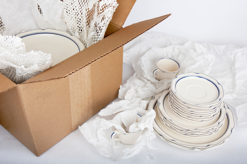 Plate「Dishes being Securely Packed Away」:スマホ壁紙(10)