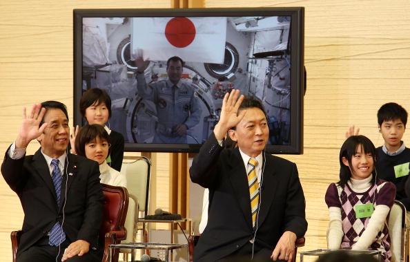 Kibo - ISS Module「Prime Minister Hatoyama Communicates With ISS Astronaut Noguchi」:写真・画像(3)[壁紙.com]