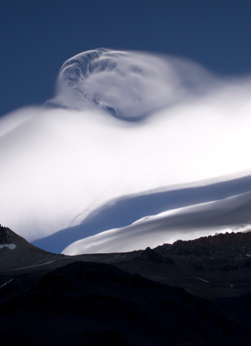 Mount Aconcagua「An unusual cloud formation near the summit of Aconcagua, indicating high winds.」:スマホ壁紙(17)