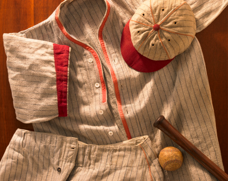 Souvenir「Old-time wool baseball uniform with cap, pants and bat」:スマホ壁紙(12)