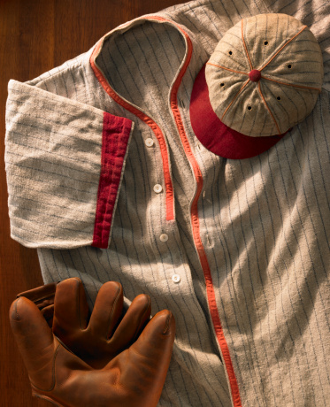 Souvenir「Old-time wool baseball uniform with cap and glove」:スマホ壁紙(7)