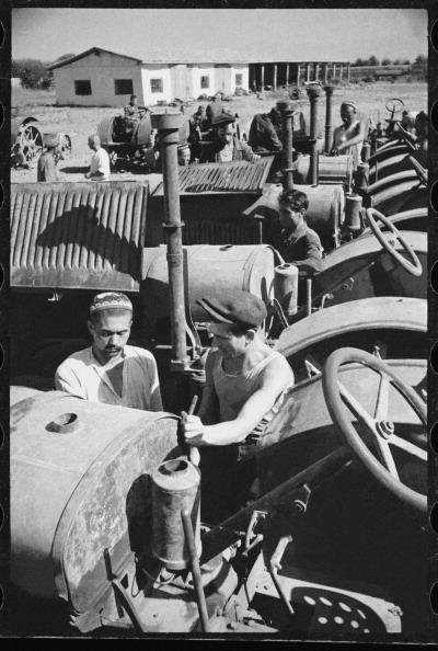 Uzbekistan「Machine & Tractor Station Personnel」:写真・画像(8)[壁紙.com]
