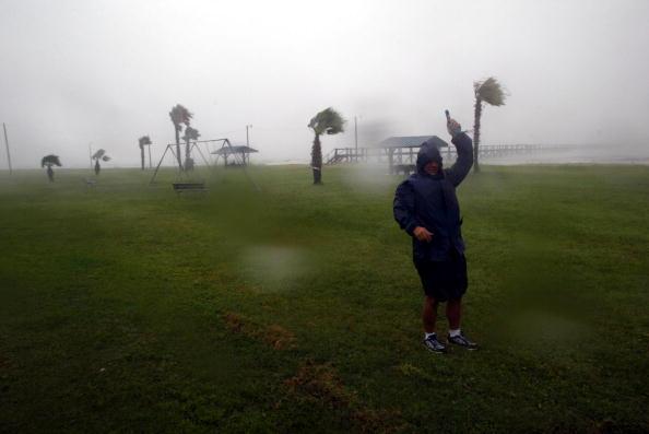 James Nielsen「Hurricane Claudette Slams Texas Coastline」:写真・画像(1)[壁紙.com]
