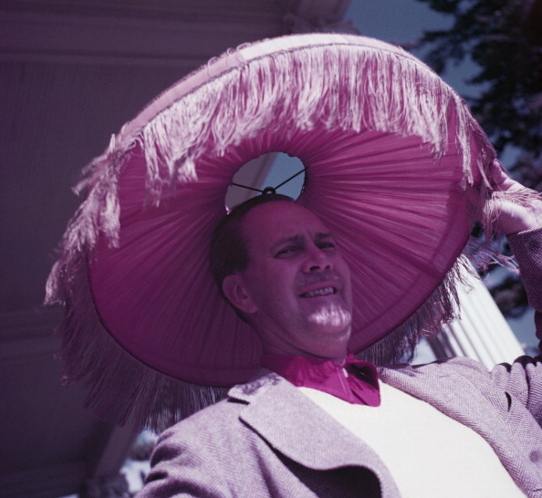 Lamp Shade「Man with Lampshade On His Head」:写真・画像(14)[壁紙.com]