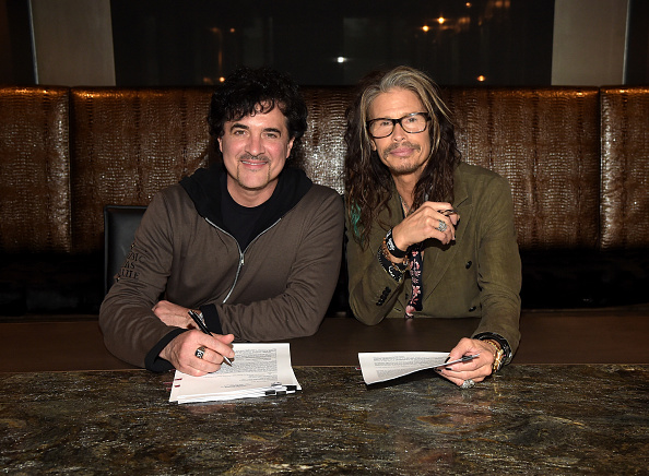 Document「Steven Tyler Signs With Big Machine Label Group」:写真・画像(1)[壁紙.com]
