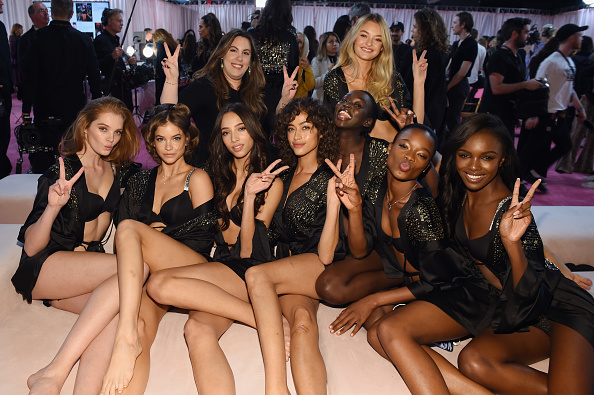 Victoria's Secret Fashion Show「2018 Victoria's Secret Fashion Show in New York - Hair & Makeup」:写真・画像(9)[壁紙.com]