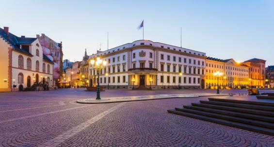 Town Square「Germany, Hesse, Wiesbaden, Hessian Landtag in Stadtschloss and pedestrian area」:スマホ壁紙(7)