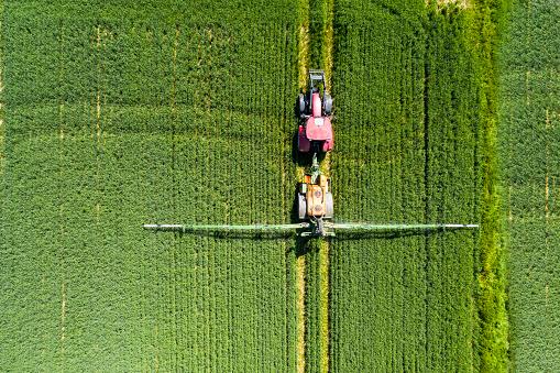 Fertilizer「Germany, Hessen, Wetterau, aerial view of field」:スマホ壁紙(3)