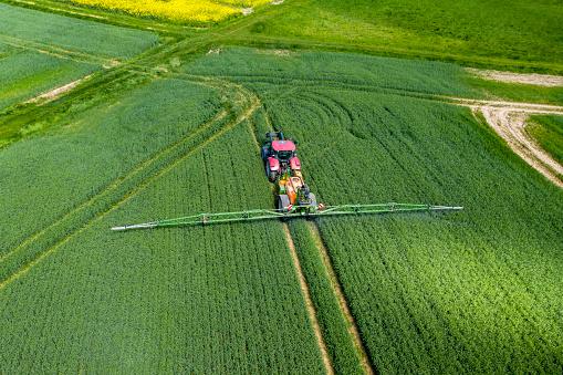 Fertilizer「Germany, Hessen, Wetterau, aerial view of field」:スマホ壁紙(4)