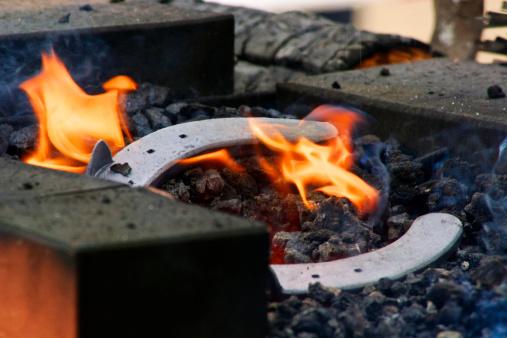 仕事運「Germany, Hesse, Blacksmith fire with horseshoe」:スマホ壁紙(5)