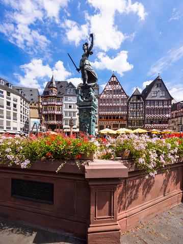 Town Square「Germany, Hesse, Frankfurt, Roemerberg, Fountain of Justice」:スマホ壁紙(18)